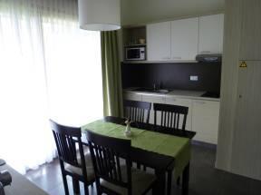 esstisch zwei personen elegant esstisch fur personen ein esstisch in mattgrau fa r bis zu. Black Bedroom Furniture Sets. Home Design Ideas